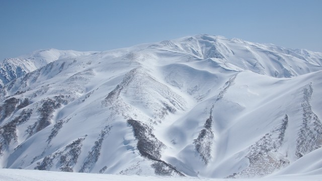 2021.3.4杁差岳からの千代吉沢.jpg